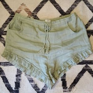 Spell and the Gypsy sage linen shorts XL